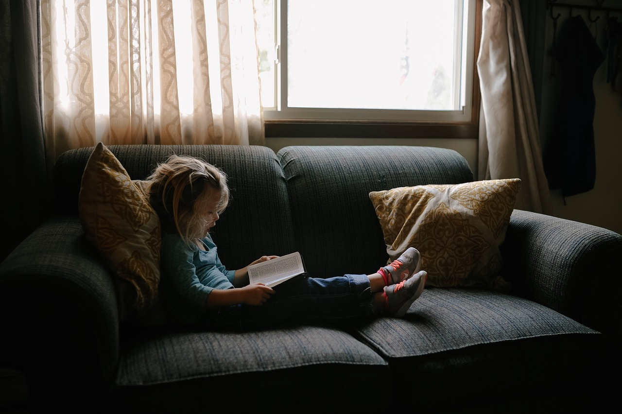 reading child photo